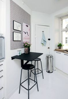 There is no question that designing a new kitchen layout for a large kitchen is much easier than for a small kitchen. Small Breakfast Bar, Breakfast Bar Kitchen, Breakfast Bars, Breakfast Ideas, Kitchen Layout, New Kitchen, Kitchen Decor, Small Kitchen Tables, Small Bar Table