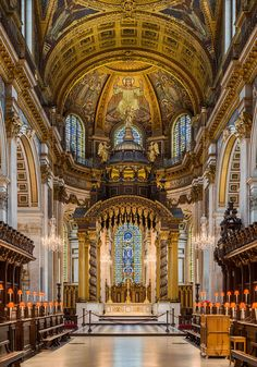St Paul's Cathedral High Altar, The apse and high altar, London, UK - Diliff - St Paul's Cathedral - Wikipedia London Architecture, Church Architecture, Religious Architecture, Beautiful Architecture, Old Churches, Catholic Churches, London Pictures, Church Interior, Cathedral Church