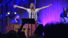 Bethel Music Moments: Spontaneous Worship With Jenn Johnson.