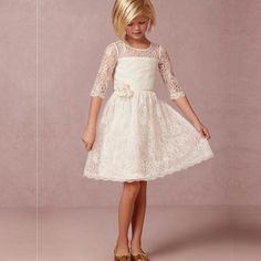 Vintage Ivory Short Lace Flower Girl Dresses for Country Wedding Half Sleeve First Communion Dresses With Handmade Flowers Cheap Kids Dress