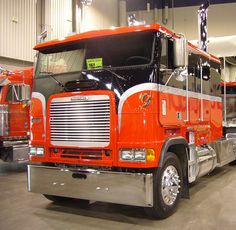 Freightliner Classic & Cabover Chrome Bumper Rolled End By Valley Chrome Big Rig Trucks, Semi Trucks, Lifted Trucks, Cool Trucks, Dually Trucks, Lifted Chevy, Volkswagen Type 3, Volkswagen Golf, Custom Big Rigs