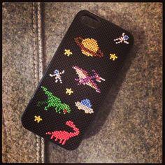 Oozu Makoto's patter on stitchable iphone cover - space and dinos Diy Case, Diy Phone Case, Phone Cover, Iphone Cases, Tiny Cross Stitch, Cross Stitch Embroidery, Cross Stitch Patterns, Weaving Patterns, Diy Fashion
