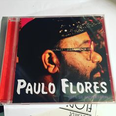 """Paulo Flores revela capa do álbum """"Bolo de aniversário"""" http://angorussia.com/cultura/musica/paulo-flores-revela-capa-do-album-bolo-aniversario/"""