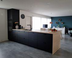 Ikea small kitchen design ideas - apartment design ideas for inspiration Ikea Small Kitchen, Ikea Kitchen Design, Ikea Kitchen Cabinets, New Kitchen, Black Kitchens, Home Kitchens, Ikea Interior, Kitchen Designs Photos, Cuisines Design