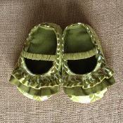 Daisy Baby Shoes Pattern - via @Craftsy