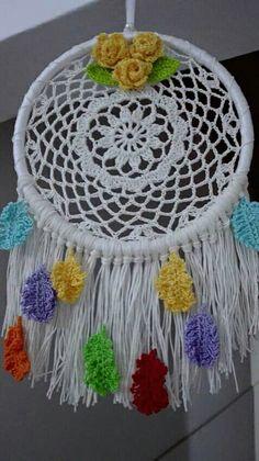 A great use for a crochet doilie. Los Dreamcatchers, Lace Dream Catchers, Crochet Dreamcatcher, Doily Patterns, Beautiful Dream, Craft Work, Crochet Doilies, Suncatchers, Free Crochet