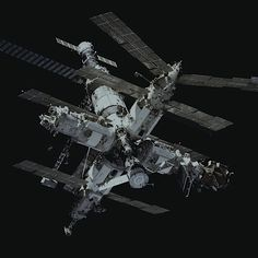 Space And Astronomy A fully assembled Mir space station as seen by the crew of the Space Shuttle Atlantis during mission in January - Thirty years ago, the first piece of the notorious (but revolutionary) Russian space station Mir went into orbit. Cosmos, Station Mir, Russian Space Station, Space Rocket, Space And Astronomy, Astronomy Science, Hubble Space, International Space Station, Space Program