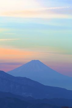 Mt. Fuji, Japan: photo by Osamu Yaehata  This looks just like a michi-naga-dori fabric pattern! Things like this are the real-life inspiration for such beautiful pieces.