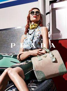 Lastly, mama Lin always goes everywhere in style with PRADA handbag!