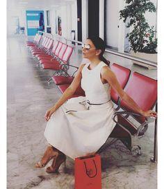 Eva Longoria partant du Festival http://www.vogue.fr/mode/inspirations/diaporama/cannes-2016-le-festival-de-cannes-sur-instagram/33850#eva-longoria-partant-du-festival