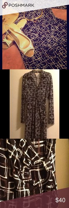 "EUC TALBOTS GRAPHICS CAREER DRESS  Beautiful classic, yet very stylish faux-wrap dress has a retro appeal with modern graphics print of rootbeer brown and cream ""rectangles"" on black.  Collar with V-neckline, long sleeves, and round ""buckle"" ring detail at the side creates a flattering, waist-slimming look.  Perfect for work, or dressy with gold sandal heels, as shown (also in my closet).  Length 43"". Talbots Dresses Midi"