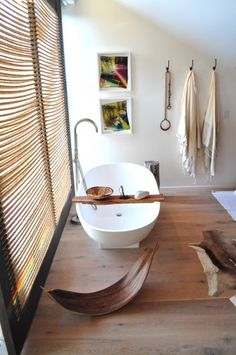 Great tub. Natural styling. Lovely.