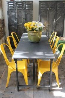 metal table and chairs for outdoor dining Du côté du design - vintage industriel
