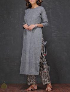 Grey Boat Neck Mangalgiri Cotton Kurta by Jaypore Simple Kurti Designs, Salwar Designs, Kurta Designs Women, Kurti Designs Party Wear, Blouse Designs, Indian Designer Outfits, Indian Outfits, Casual Indian Fashion, Kurta Cotton