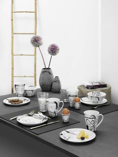 Table setting with Great Guys - Poul Pava by aida A/S. #simple #tablesetting #blackandwhite #modern #art #artwork