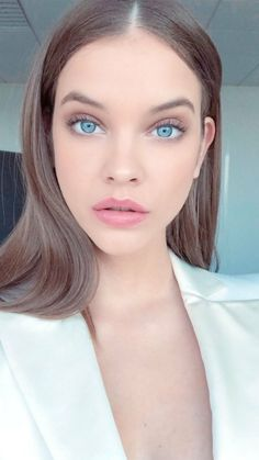 The Busy Girl's Guide to Fast Makeup for College # Beauty mujeres The Busy Girl's Guide to Fast Makeup for College - My Makeup Ideas Barbara Palvin, Fast Makeup, Makeup Looks, College Makeup, Victoria Secret Angels, Emily Ratajkowski, Beautiful Eyes, Pretty Face, Beauty Women