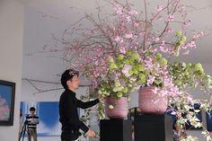 Landscaping With Rocks - How You Can Use Rocks Thoroughly Within Your Landscape Style Hideyuki Niwa Ikebana Flower Arrangement, Vase Arrangements, Beautiful Flower Arrangements, Beautiful Flowers, Art Floral, Floral Artwork, Hotel Flowers, Sogetsu Ikebana, Estilo Interior