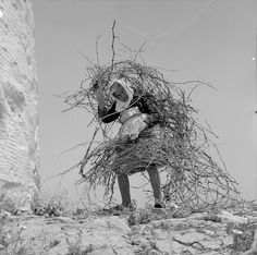 Photo by Zacharias Stellas. Black White Art, Black White Photos, Black And White Photography, Old Pictures, Old Photos, Vintage Photos, Greece Photography, Heart Photography, Benaki Museum