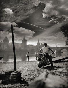 Photo by Jan Saudek: Hey, Joe! (1959)