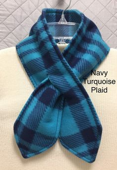 Perfect Winter Scarf, fleece, size fits most, bulky, to accessory Sewing Hacks, Sewing Tutorials, Sewing Projects, Sewing Patterns, Dog Fleece, Fleece Scarf, Diy Scarf, Sewing Scarves, Fleece Projects