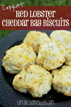 Copycat Red Lobster Cheddar Bay Biscuits - SO easy to make and they taste just like (or better than) the original!   cupcakediariesblog.com