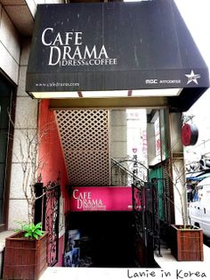 Cafe Drama dress and coffee. In this themed cafe there are Korean traditional dresses and costumes used in different dramas and TV shows you can wear! South Korea Travel, North Korea, Korean Traditional, Traditional Dresses, Korean Cafe, Love Cafe, Seoul, Wonderful Places, Coffee Shop