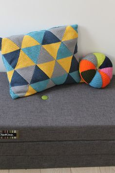Crochet triangle cushion - lovely blog that has the mini heart pattern