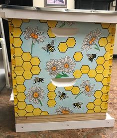 🐝 Adorable Painted Beehives - these are so cute ! Honey Bee Box, Honey Bee Hives, Honey Bees, Bee Hives Boxes, Bee Hive Plans, Bee House, Bee Farm, I Love Bees, Vintage Bee
