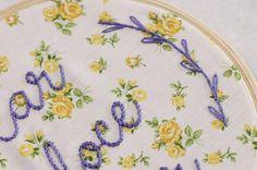 "Mais um ""lar doce lar"", doce, delicado e floral :) . #detalhe #valedoparaiba #sjk #sjc #saojosedoscampos #bordadolivre #bordadomanual #bordadoamano #handembroidery #lardocelar #needlework #floral #florido"