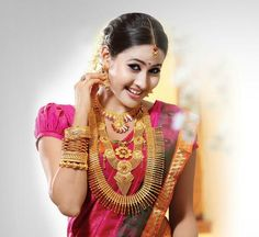 Indian Jewellery and Clothing: Model exhibiting gold temple jewellery and bridal jewellery from T T Devasi jewellers. South Indian Bridal Jewellery, Indian Jewellery Design, Indian Jewelry, Wedding Jewelry, Jewellery Designs, Jewellery Photo, Engagement Jewellery, Jewellery Rings, Engagement Rings