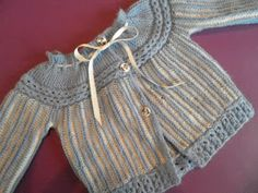 ARTES-ANAS: CANESÚ CON OCHOS, JUBÓN BEBÉ Knitting For Kids, Baby Knitting, Crochet Baby, Knit Crochet, Bebe Baby, Baby Boy, Baby Sweater Patterns, Knitted Baby Clothes, Baby Kind