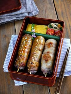 Skewer bento Japanese Food Sushi, Japanese Lunch Box, Cute Food, Yummy Food, Kawaii Cooking, Cafeteria Food, Food Porn, Bento Recipes, Bento Box Lunch