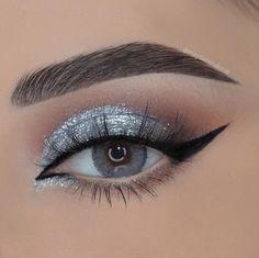 Silver Eyeshadow Looks, Cute Eyeshadow Looks, Cute Eye Makeup, Prom Eye Makeup, Silver Eye Makeup, Glam Makeup Look, Homecoming Makeup, Eye Makeup Art, Makeup Set