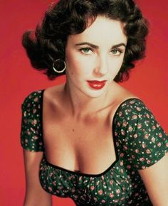 Elizabeth Taylor a true Hollywood Star. Beauty, intelligence and a great actress. Golden Age Of Hollywood, Vintage Hollywood, Hollywood Glamour, Hollywood Stars, Classic Hollywood, Hollywood Cinema, Brigitte Bardot, Sophia Loren, Divas