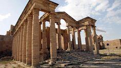 Hatra, ancienne cité arabe de Haute Mésopotamie, dans le Nord de l'Irak actuel. Elle s'est développée au cours des trois premiers siècles. Grâce à ses murs hauts et larges, elle a repoussé plusieurs invasions romaines.