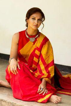 Hand Block Batik Printed Cotton Saree With Blouse Piece Indian Attire, Indian Wear, Indian Outfits, Indian Style, Indian Dresses, Designer Sarees Collection, Saree Collection, Indische Sarees, Online Shopping Sarees
