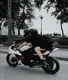 Trendy motorcycle love couple romances vespas – So Funny Epic Fails Pictures Bike Couple, Motorcycle Couple, Scooter Motorcycle, Motorcycle Style, Bentley Suv, Ducati, Biker Love, Biker Girl, Pulsar Motos