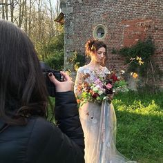 RG via @weddingsparrow countryside love at the @ponderosa_and_thyme workshop with @maria.lamb shooting. Sun setting on this dress from @ladyevelynuk and florals by #ponderosaworkshop attendee @theflowerdispensary  #WSontour #theflowerdispensary