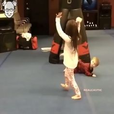 This was a funny video to start off my day. - So Funny Epic Fails Pictures Funny Fails, Really Funny, Funny Cute, Funny Jokes, Funny Video Memes, Laugh Out Loud, I Laughed, Laughter, Funny Pictures