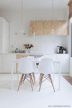 Multiplex is een robuust materiaal, strak en warm tegelijk. Prima geschikt om een nieuwe keuken mee te bouwen. Of om een bestaande keuken een tweede jeugd te g