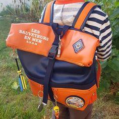 Sac Troïka orange et noir à écussons cousu par Bénédicte - Patron Sacôtin