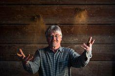 Paul Skinner, specialista del terreno della Napa Valley, aiuta le cantine ad individuare i vitigni piu' indicati da coltivare. Fotografia di Michael Housewright.