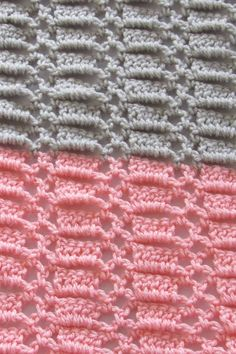 Try this quick and easy crochet blanket for baby. This unisex afghan pattern is made up of a beautiful stitch and is perfect for beginners. Crochet Stitches For Beginners, Basic Crochet Stitches, Crochet Basics, Crochet Geek, Beginner Crochet, Kids Crochet, Crochet Ideas, Crochet Baby Blanket Free Pattern, Easy Crochet Blanket