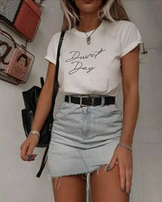 beautiful summer outfits Find the most beautiful outfits for your summer look.Summer outfit by simple summer outfits college ideas . Komplette Outfits, Cute Casual Outfits, Fall Fashion Outfits, 90s Fashion, Autumn Fashion, Korean Fashion, Jean Skirt Outfits, Runway Fashion, Fashion Ideas