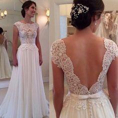 Zwiewna suknia ślubna koronką