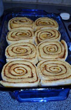 New cake mix cinnamon rolls breakfast recipes Ideas Cake Mix Desserts, Cake Mix Recipes, Delicious Desserts, Dessert Recipes, Cake Mixes, Dessert Dips, Sweets Cake, Bread Recipes, Cake Mix Muffins