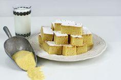 """Prăjitura cu mălai și lapte bătut, """"Mălai dulce"""", cum mai este ea numită în unele locuri din Ardeal, este, poate, cel mai grăitor exemplu de desert tradițional: de o..."""