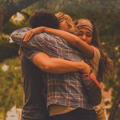 ". on Instagram: ""this hug!!! ❤️ @jonathandavissofficial @madisonbaileybabe #rudeth #rudypankow #madisonbailey #jonathandavis #obx #obxedit"" Movies And Series, Movies And Tv Shows, Tv Series, Netflix Series, Banks, Youtubers, Vsco, Jonathan Davis, Netflix Dramas"