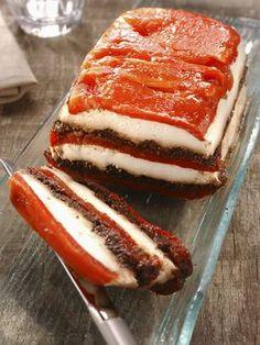 Terrine de chèvre aux poivrons et à la tapenade - Recette de cuisine Marmiton : une recette