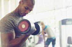 Na academia, todo homem deseja desenvolver com eficiência as musculaturas dos braços, tanto o bíceps quanto o tríceps. Hoje vamos dar algumas dicas sobre o